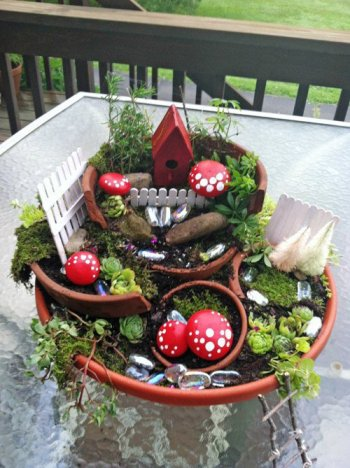 Cathy Strate's 'broken pot' garden