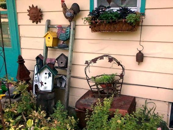 Cheryl Van Horn's Flea Market birdhouse ladder
