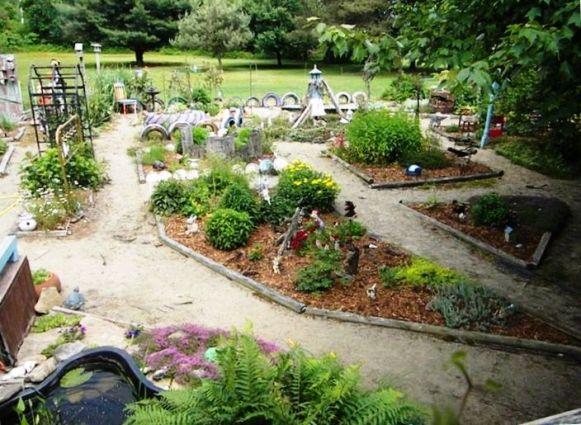 More of Carol Hall's garden
