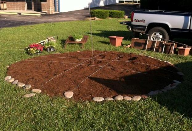 The beginning! A circle motif was chosen for the garden