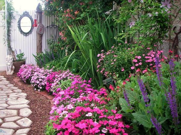 Becky's artsy craftsy garden