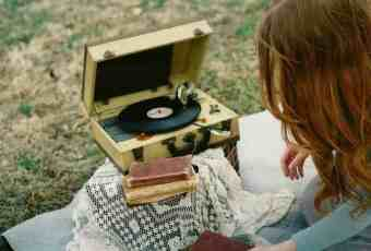 Vintage Record Player © kait dowling