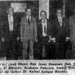 Rabbi Cywiak (right,center) receiving the second grade honor from ex-President Luis Herrera Campins.