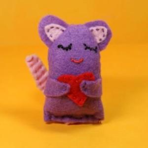 Catnip Cat Toy - Purple Mouse Hugging Heart