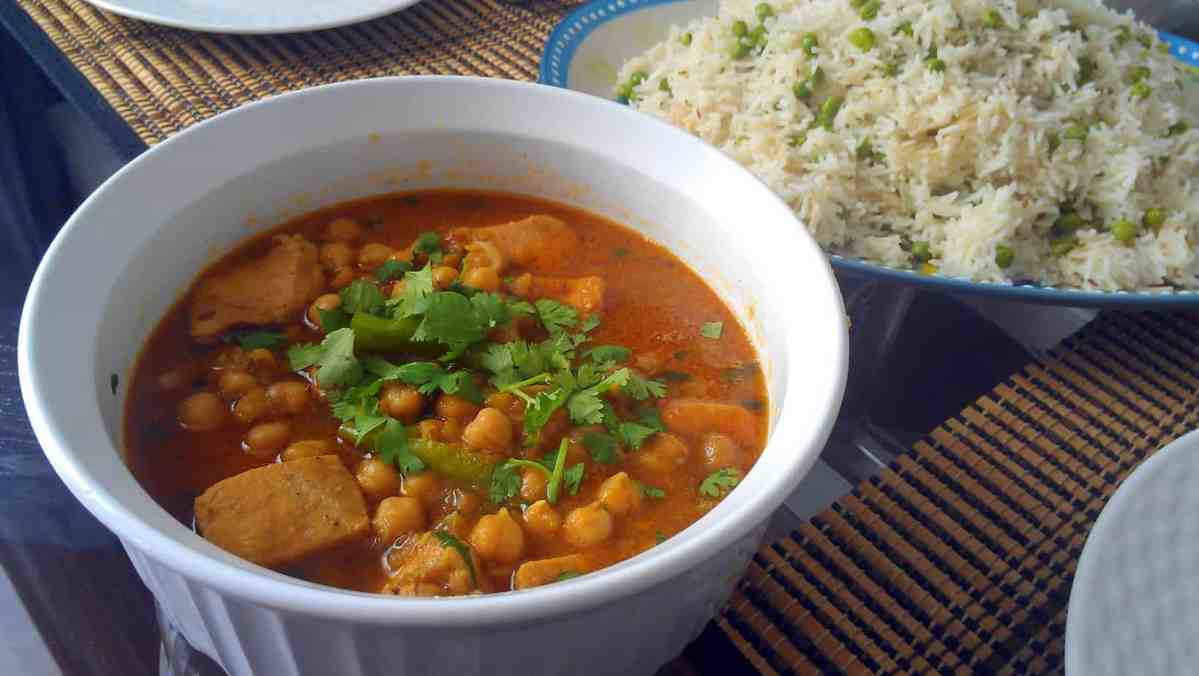 Murgh Chholay or Chicken and Chickpea Curry