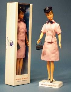 http://i1.wp.com/www.flying-mama.com/wp-content/uploads/2012/11/hotesse-Air-France-Balenciaga.jpg?resize=233%2C300