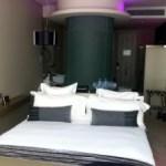 Une chambre d'hôtel, comme une invitation à la luxure!