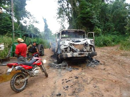 Caminhão Queimado pelo Ibama