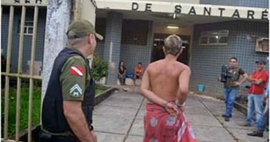João-Paulo-namorado-do-homossexual-chegou-só-de-toalha-à-Seccional-de-Polícia-Civil