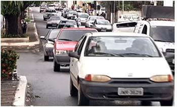 A-falta-de-estacionamento-no-centro-comercial-é-um-problema-para-motoristas-e-pedestres