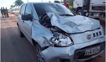 Com-o-impacto-da-batida-a-frente-do-carro-ficou-totalmente-danificada