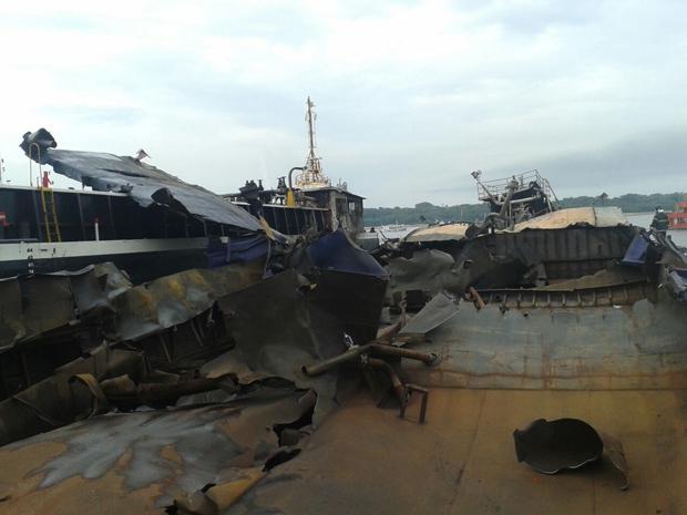 Estado da embarcação após a explosão. Foto: Corpo de Bombeiros/Divulgação