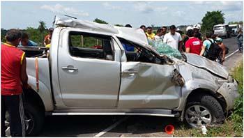 Veículo-Hillux-ficou-com-a-frente-totalmente-destruída-após-o-capotamento