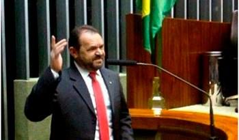 Chapadinha-faz-seu-primeiro-pronunciamento-como-deputado-federal-na-tribuna-do-Congresso-Nacional