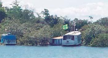 Com-proibição-na-Praia-de-Alter-do-Cão-embarcações-se-dirigem-à-praia-do-Jacundá