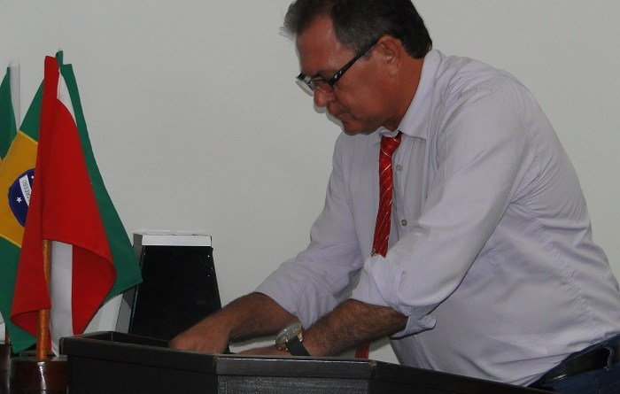 Vereador Sebastião Bueno (PT), votando na CPI