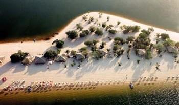 Praia de Alter do Chão atrai milhares de turistas