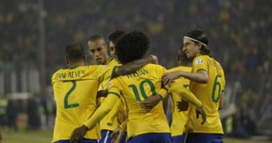 Jogadores do Brasil comemoram vitória sobre a Venezuela na Copa América - Silvia Izquierdo / AP
