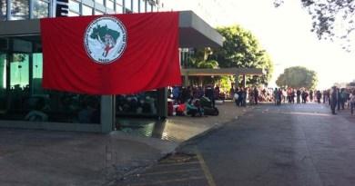 Integrantes do MST invadiram o prédio do Ministério da Fazenda, em Brasília (Foto: Gabriel Luiz/G1)