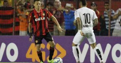 Sport e Santos empatem em jogo equilibrado (Foto: Aldo Carneiro (Pernambuco/Press))
