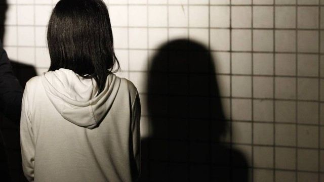 """Mãe da vítima sobre a filha: """"ela treme e chora o tempo todo, está traumatizada"""" Foto: Thiago Lontra / Agência O Globo"""