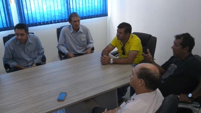 Macarrão em Comapnhia de Vereadores e Secretario e Administração