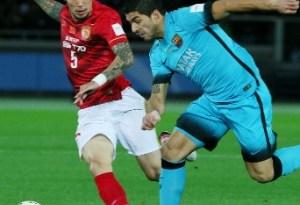luis-suarez-disputa-a-bola-na-semifinal-do-mundial-de-clubes-entre-barcelona-e-guangzhou-evergrande-1450355087131_300x300