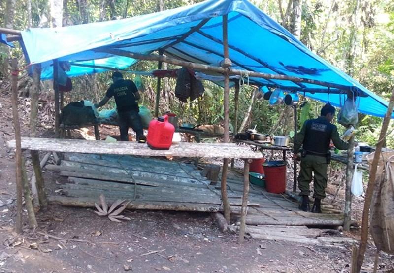 Polícia resgata doze pessoas que eram mantidas em regime de escravidão em Rurópolis em agosto de 2014. Foto: Ascom Polícia Civil