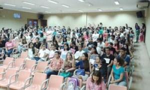 Estudantes da UEPA assistem palestra no Hospital Regional