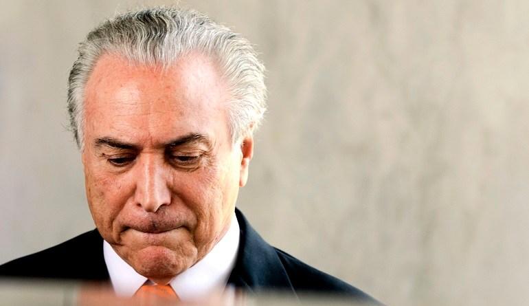 Brasília - O vice-presidente, Michel Temer, fala à imprensa ao deixar seu gabinete no Palácio do Planalto (Marcelo Camargo/Agência Brasil)