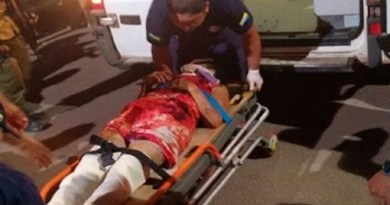 Equipe do Samu fazendo atendimento a vítima do atropelamento.