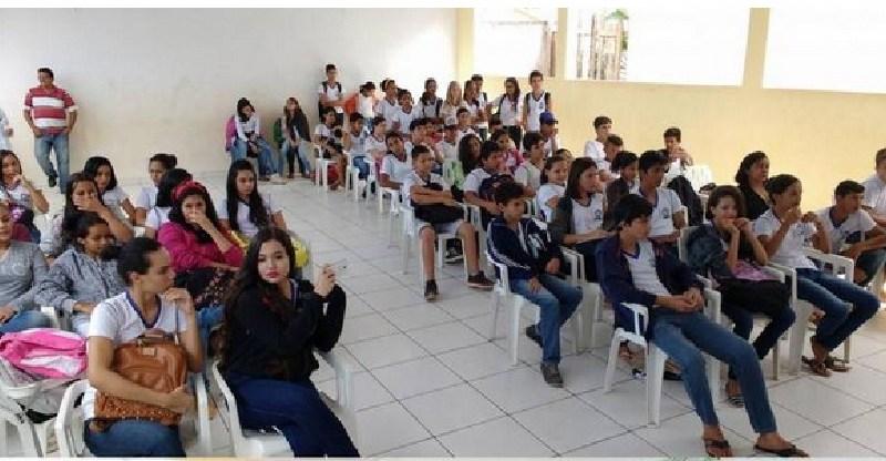"""Parceria -Escola Tancredo Neves realiza com sucesso o Projeto """"Horta na Escola"""""""