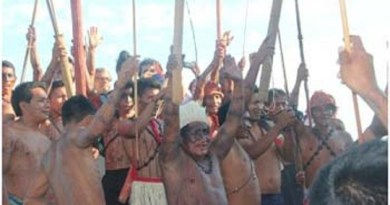 Índios-Munduruku-comemoram-na-beira-do-Tapajós-em-Itaituba