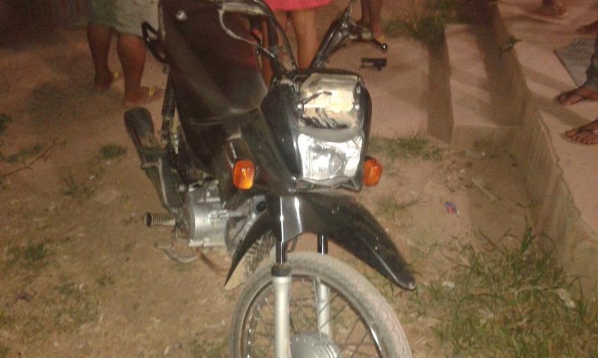 Dois menores foram presos pela PM com duas motocicletas furtadas