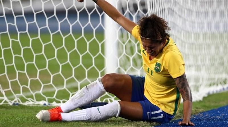 cristiane-sente-lesao-no-jogo-brasil-x-suecia-1470537735963_v2_900x506