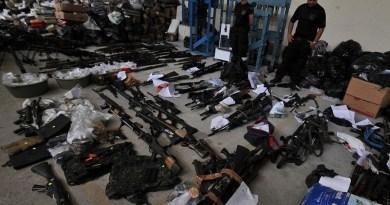 Rio de Janeiro - Polícia mostra drogas, armas e munições apreendidas no Complexo do Alemão