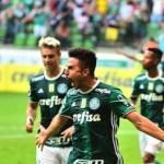 Palmeiras vence Peñarol de virada e fica a um empate de se classificar; briga após o jogo