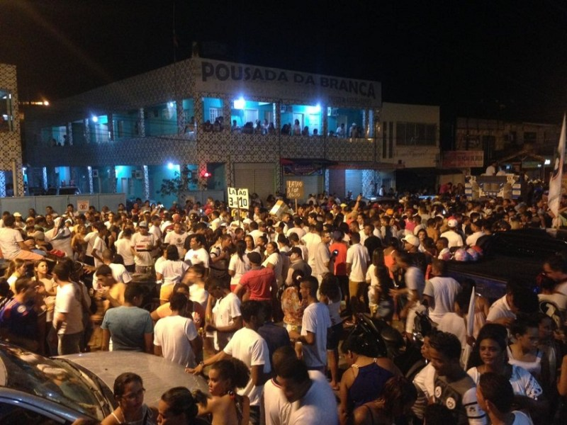 Moradores de Ipojuca foram às ruas após o resultado da eleição suplementar na cidade (Foto: Ana Clara Marinho/G1)
