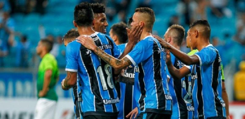 jogadores-do-gremio-comemoram-gol-diante-do-zamora-na-libertadores-2017-1495764736384_615x300