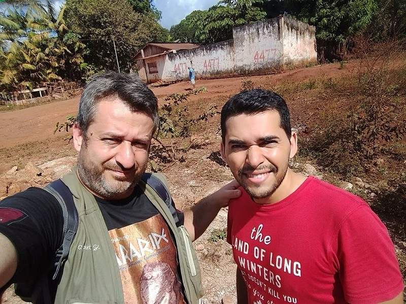 Geólogos Paulo Matioli e Marcílio Rocha, na Vila de Serra Pelada (Foto: Paulo Matioli)