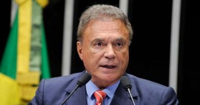 Ao tratar dos protestos que estão acontecendo na Venezuela, o senador Alvaro Dias (PSDB-PR) diz que o Brasil é cumplice dos desmandos que ocorrem naquele país
