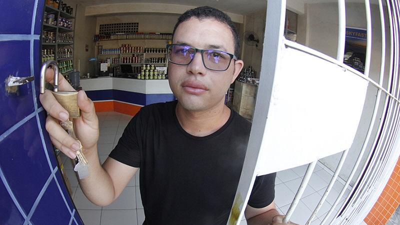 Assustado, João Felipe mudou diversos hábitos para se proteger. O que não muda é a desconfiança sobre ações públicas eficazes para conter a violência. Foto: Ricardo Amanajás