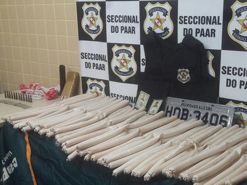 Maria Neta está sendo autuada pelo delegado Jefferson Gualberto Neves da seccional do Paar. Placas seriam usadas em carros roubados (Divulgação/Polícia Civil)
