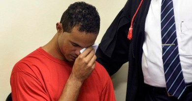 Bruno Souza, former goalkeeper of Brazil's Flamengo soccer club, wipes his eye during his trial in Contagem, near Belo Horizonte, March 4, 2013. Souza is on trial on charges of the murder of his ex-girlfriend Eliza Samudio, who disappeared in 2010, a few months after giving birth to what Samudio said is Souza's child. REUTERS/Pedro Vilela (BRAZIL - Tags: SPORT SOCCER CRIME LAW TPX IMAGES OF THE DAY) - RTR3EKLZ