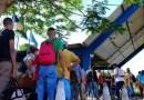 Venezuelanos fazem fila em busca de comida e emprego em Roraima
