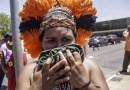 Polícia impede entrada de indígenas na Câmara com gás e bombas