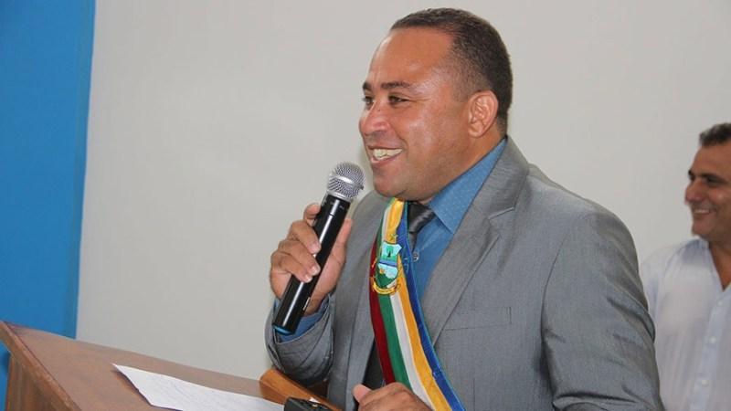 Prefeito Deusivaldo Silva (PMDB)