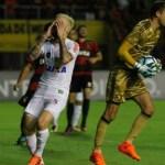 Santos sofre pressão, empata com Sport e fica longe do título