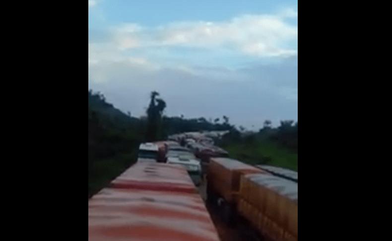 Caos anunciado na BR-163- Motoristas sofrem em trecho sem pavimentação-Vídeo