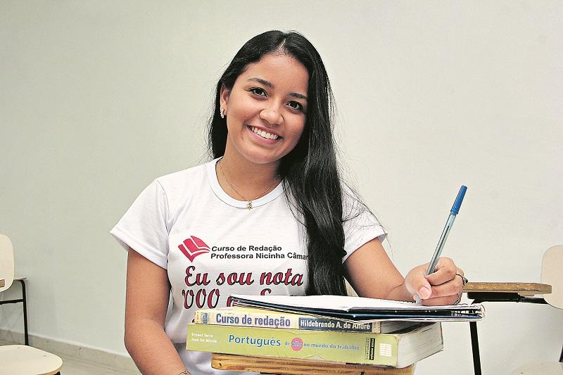 Com o resultado, Larissa agora sonha com uma vaga no curso de Medicina (Foto: Ricardo Amanajás)